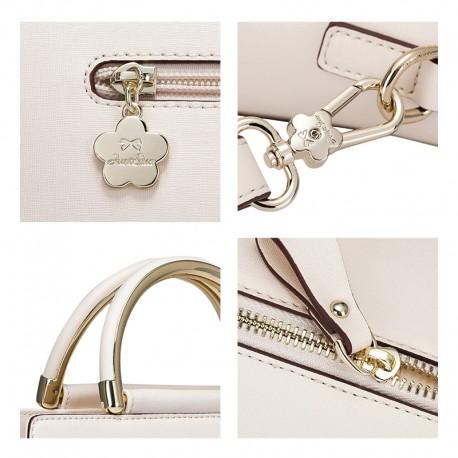 5698c6ef25 D'une très belle qualité, avec des finitions réalisées à la main, ce sac  vous accompagnera en toute occasion et pour des années!